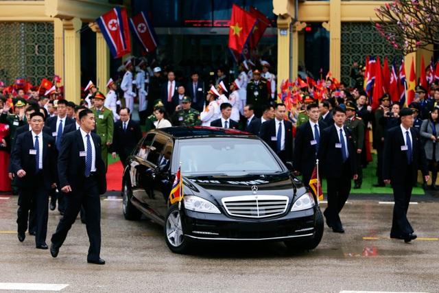 Những hình ảnh đầu tiên của Chủ tịch Triều Tiên Kim Jong-un tại Việt Nam - 8