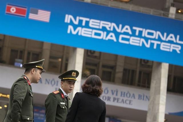 An ninh siết chặt trước giờ đón lãnh đạo Mỹ - Triều tới Việt Nam - 7