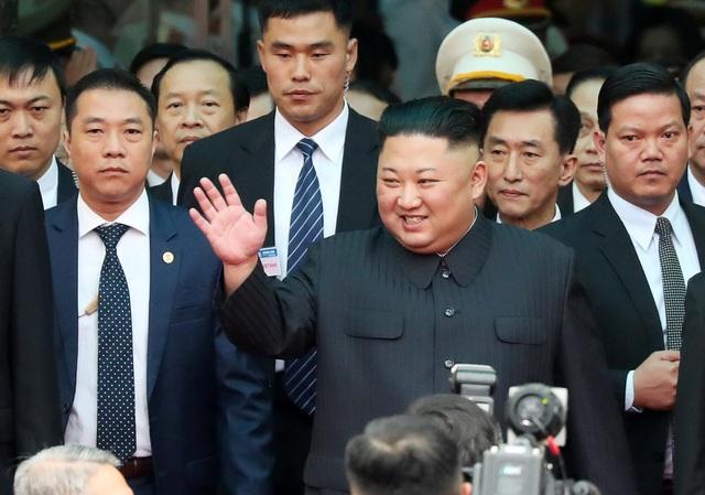 Em gái đích thân kiểm tra nhà ga trước khi ông Kim Jong-un xuống tàu tại Lạng Sơn - 2