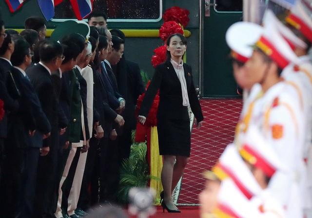 Em gái đích thân kiểm tra nhà ga trước khi ông Kim Jong-un xuống tàu tại Lạng Sơn - 1