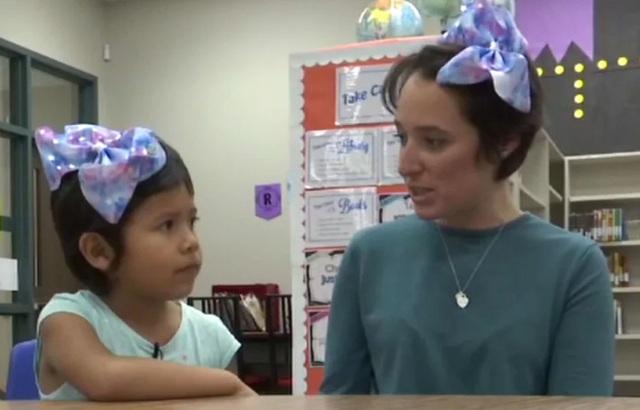 Cô giáo mầm non cắt tóc mình để động viên học trò bị bắt nạt vì tóc quá ngắn - 1
