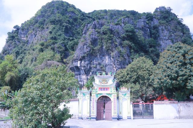 """Ngôi chùa cổ hơn 1000 năm tuổi bên trong có """"rồng phát sáng"""" - 1"""