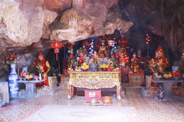 """Ngôi chùa cổ hơn 1000 năm tuổi bên trong có """"rồng phát sáng"""" - 4"""