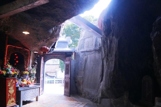 """Ngôi chùa cổ hơn 1000 năm tuổi bên trong có """"rồng phát sáng"""" - 8"""