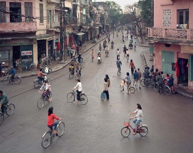 Hà Nội 36 phố phường - Hình ảnh cách đây 30 năm của thủ đô xuất hiện trên báo Anh - 3