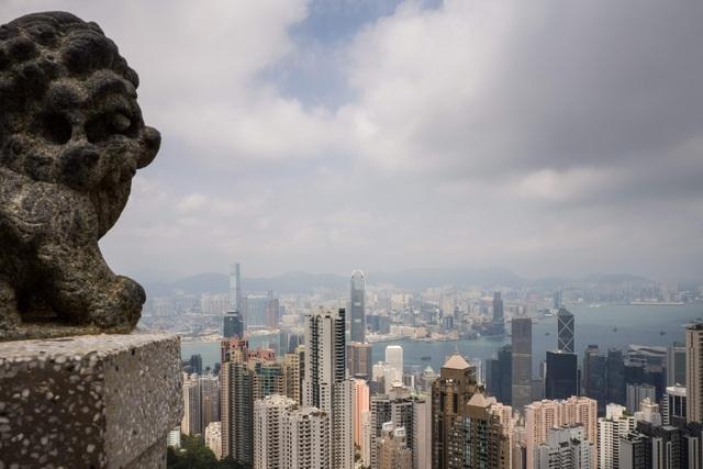 Luật pháp Hong Kong yêu cầu các công ty môi giới và công ty tài chính phải báo cáo các giao dịch lớn và đáng ngờ cho Bộ phận Tình báo Tài chính. (Nguồn: AFP)