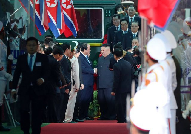 Những hình ảnh đầu tiên của Chủ tịch Triều Tiên Kim Jong-un tại Việt Nam - 4