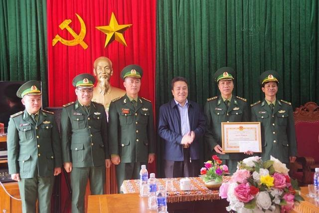UBND huyện Quế Phong đã chúc mừng, khen thưởng trước chiến tích của các các nhân, đơn vị.