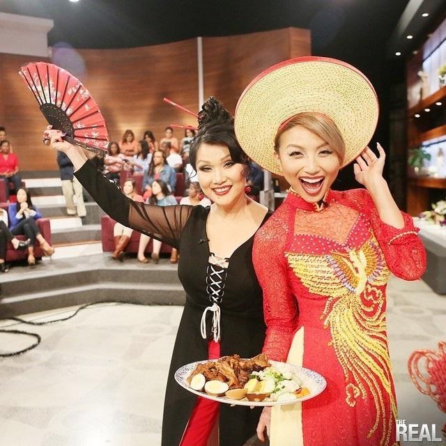 Nhan sắc nữ MC gốc Việt dẫn hậu trường Oscar 2019 cho bản tin nổi tiếng của Mỹ - 8