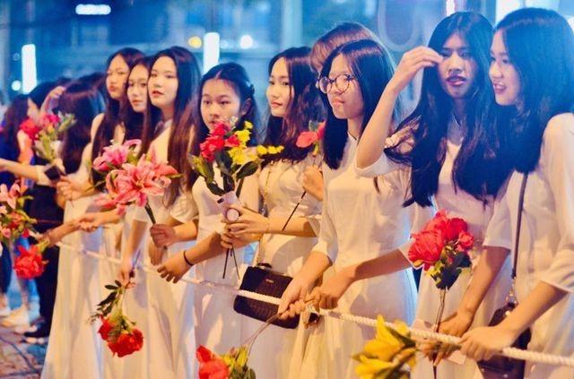 Vừa đến Nội Bài, Tổng thống Trump cảm ơn sự tiếp đón nồng hậu của Việt Nam - 2