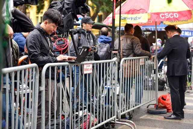 Siết chặt an ninh tại đường Lý Thường Kiệt trước giờ đón Chủ tịch Triều Tiên Kim Jong-un - 11