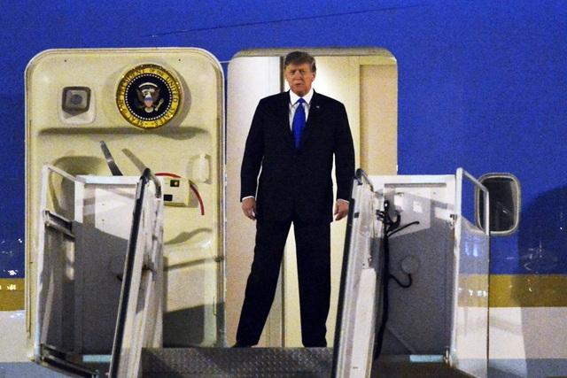 Ấn tượng 3 lần Tổng thống Mỹ Donald Trump vẫy tay chào Việt Nam - 2