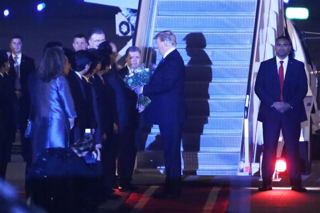 Ấn tượng 3 lần Tổng thống Mỹ Donald Trump vẫy tay chào Việt Nam - 5