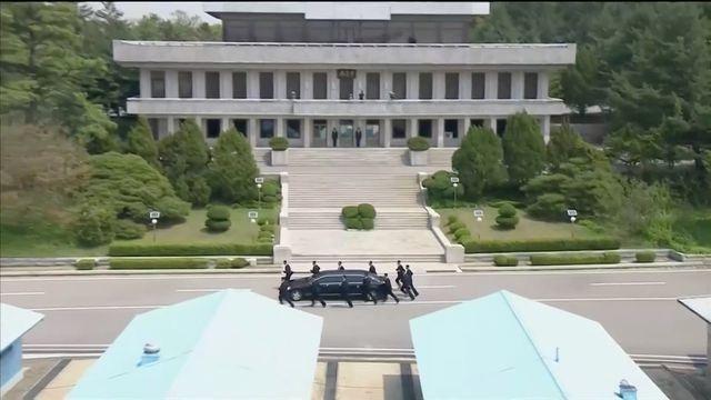 """Những lần """"lá chắn sống"""" bảo vệ ông Kim Jong-un công du nước ngoài - 1"""
