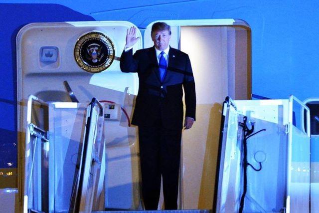 Vừa đến Nội Bài, Tổng thống Trump cảm ơn sự tiếp đón nồng hậu của Việt Nam - 1