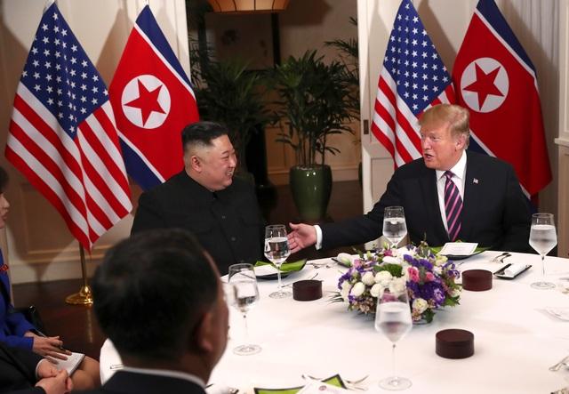 Hình ảnh thân mật của lãnh đạo Mỹ - Triều trong cuộc gặp tại Hà Nội - 10