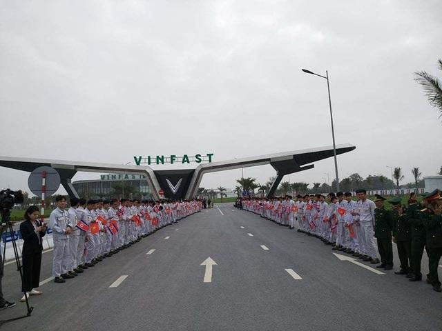 Đoàn Triều Tiên thăm tổ hợp sản xuất ô tô, nông nghiệp công nghệ cao tại Hải Phòng - 2