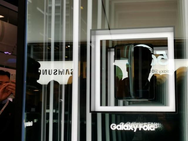 Samsung trình diễn smartphone 5G đầu tiên tại MWC 2019 - 1