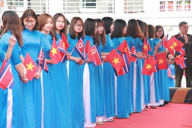 Phái đoàn Triều Tiên đi tàu tham quan Vịnh Hạ Long - 3