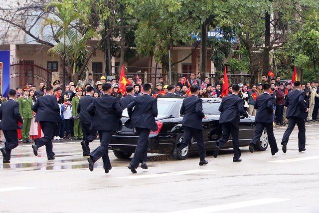 Ngắm cặp đôi xe Mercedes-Benz và Maybach chở anh em Chủ tịch Kim Jong-un - 4