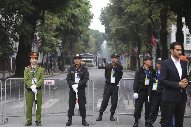 Tổng thống Donald Trump và Chủ tịch Kim Jong-un gặp riêng tối nay: An ninh thắt chặt tại nhiều tuyến phố - 20