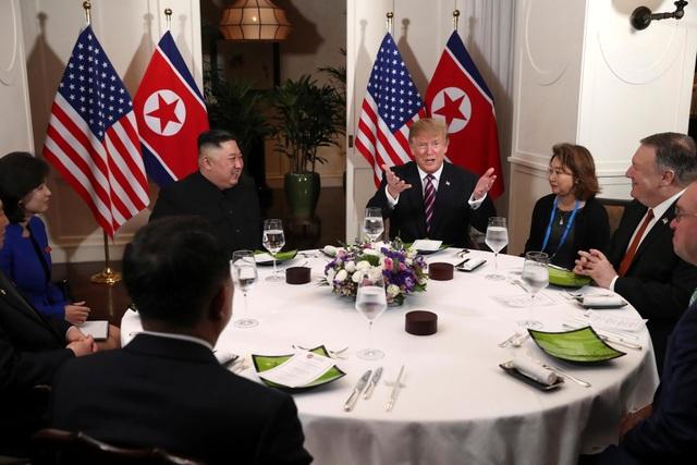Tổng thống Trump - Chủ tịch Kim ăn tối tại Hà Nội, ca ngợi mối quan hệ tuyệt vời - 1