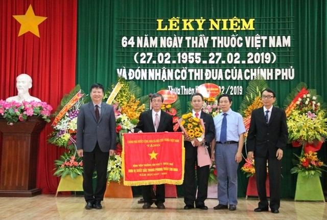 Benh vien DH Y Duoc Hue nhan co thi dua Chinh phu 1.JPG