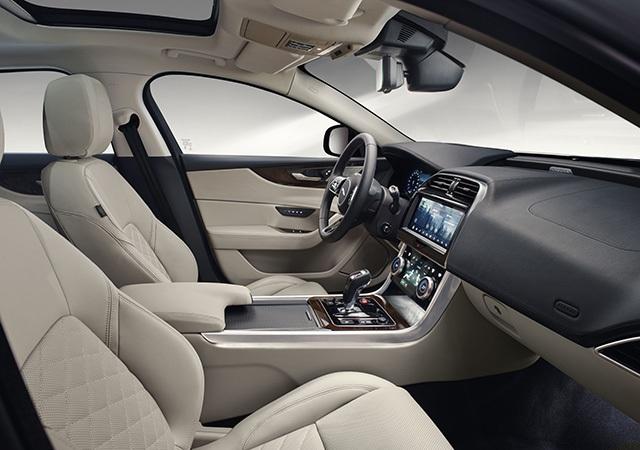 Hơn 1 tỉ ở Anh, Jaguar XE mới về Việt Nam sẽ có giá bao nhiêu? - 8
