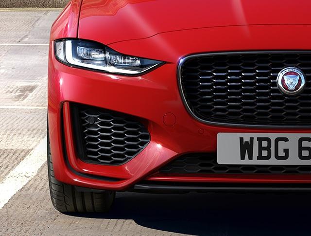 Hơn 1 tỉ ở Anh, Jaguar XE mới về Việt Nam sẽ có giá bao nhiêu? - 2