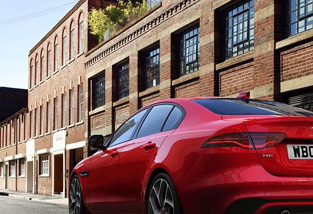 Hơn 1 tỉ ở Anh, Jaguar XE mới về Việt Nam sẽ có giá bao nhiêu? - 3
