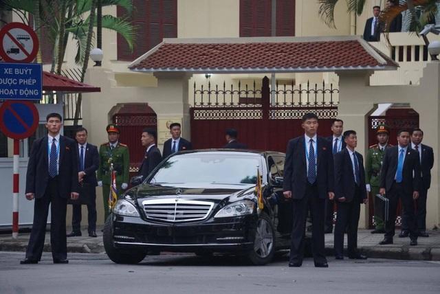 Ngắm cặp đôi xe Mercedes-Benz và Maybach chở anh em Chủ tịch Kim Jong-un - 7