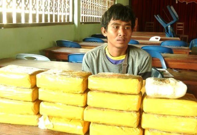 Khen thưởng vụ bắt giữ  94 ngàn viên ma túy tổng hợp - 2