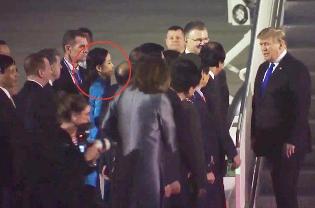 Thiếu nữ có vinh dự tặng hoa Tổng thống Trump tối 26/2 là ai? - 1