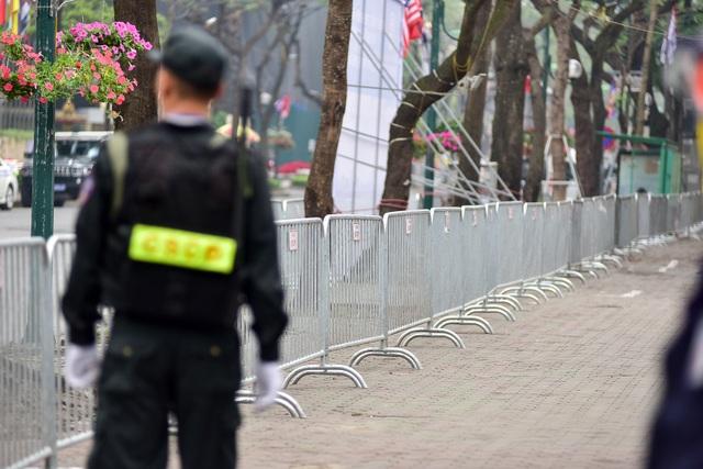 Tổng thống Donald Trump và Chủ tịch Kim Jong-un gặp riêng tối nay: An ninh thắt chặt tại nhiều tuyến phố - 9