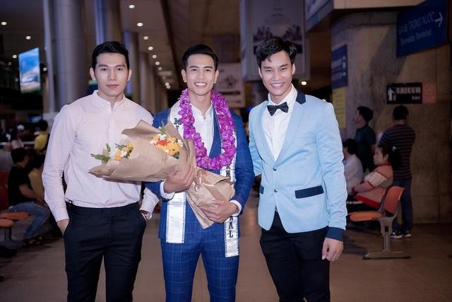 Tân Nam vương Quốc tế Trịnh Bảo được dàn mỹ nam, mỹ nữ đón khi về nước - 3