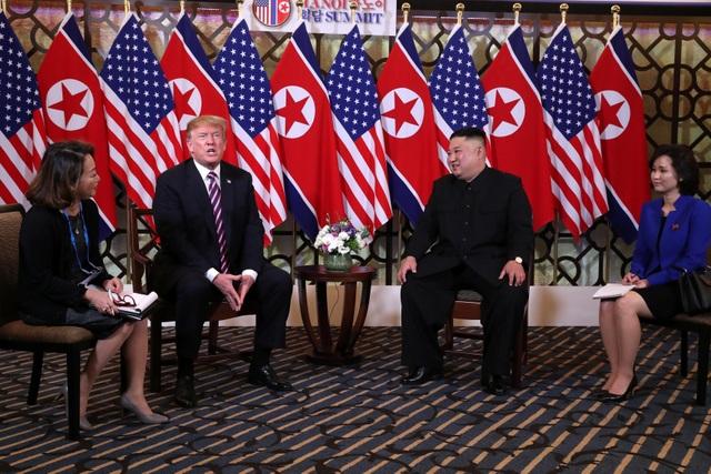 Hình ảnh thân mật của lãnh đạo Mỹ - Triều trong cuộc gặp tại Hà Nội - 4