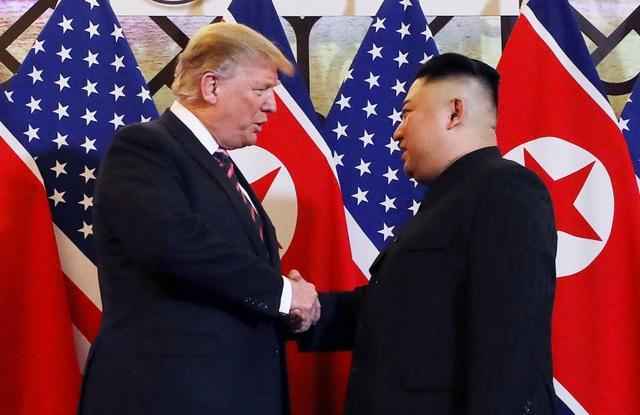 Hình ảnh thân mật của lãnh đạo Mỹ - Triều trong cuộc gặp tại Hà Nội - 2
