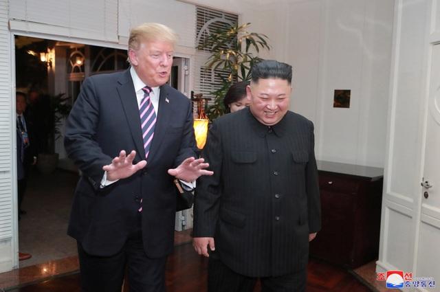 """Tổng thống Donald Trump ca ngợi bữa tối """"tuyệt vời"""" với Chủ tịch Kim Jong-un - 1"""