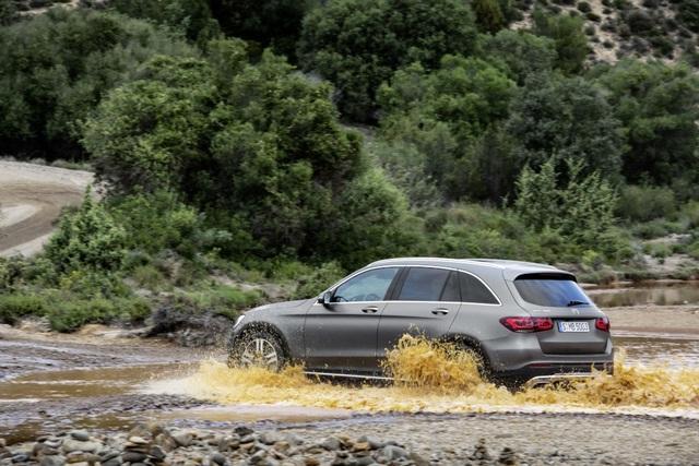 Mercedes-Ben GLC được trang bị động cơ mới - 11