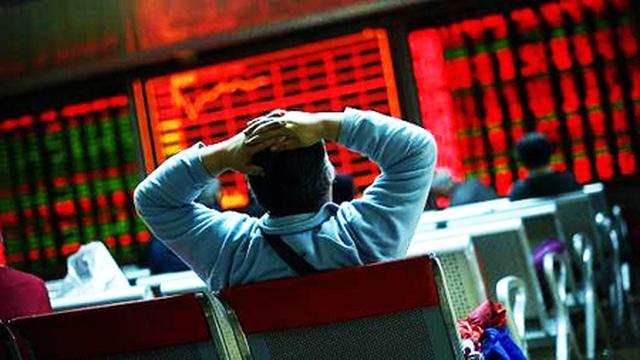 """Tháo chạy khỏi chứng khoán: Gần 24 tỷ USD bị """"cuốn trôi"""" trong 4 ngày! - 1"""