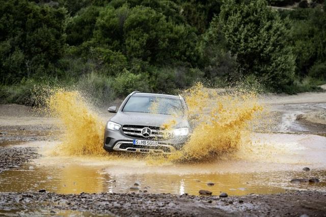 Mercedes-Ben GLC được trang bị động cơ mới - 10