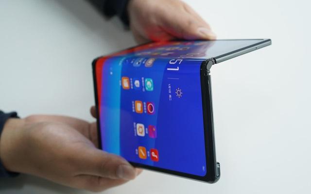 Smartphone màn hình gập đầu tiên sẽ về Việt Nam ngay trong tuần sau - 2