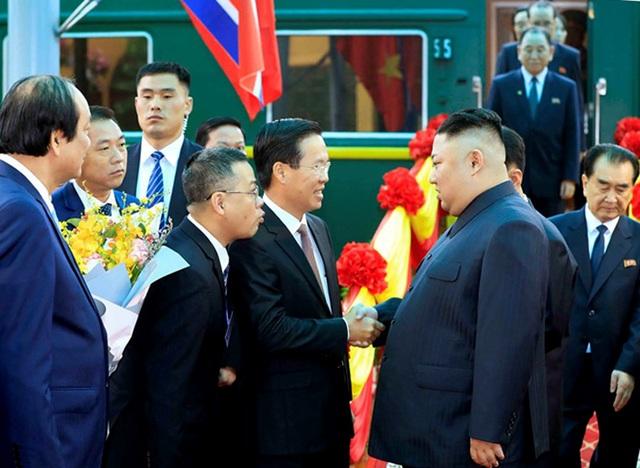 Donald Trump và Kim Jong-un bắt tay: Việt Nam sẽ là trung gian đầu tư sang Triều Tiên - 2