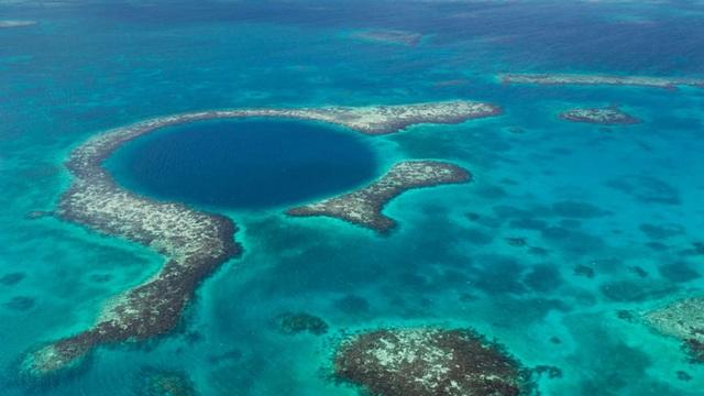 Phát hiện những dấu tích bí ẩn ở đáy hố xanh lớn nhất thế giới - 1