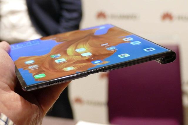 Smartphone màn hình gập đầu tiên sẽ về Việt Nam ngay trong tuần sau - 1
