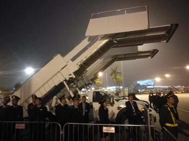 Xe thang chuyên cơ của Tổng thống Trump gặp trục trặc tại sân bay - 3