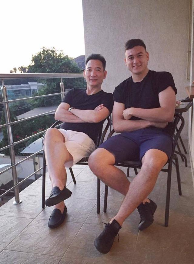 Thủ thành Đặng Văn Lâm thực hiện được mong ước tặng bố xe ôtô - 3