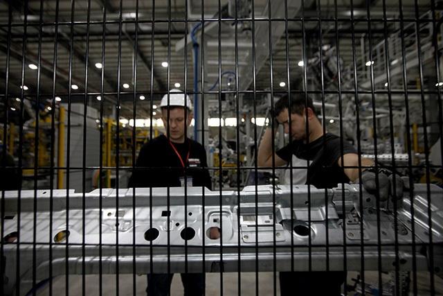 """""""Đột nhập"""" nhà máy VinFast trước ngày chạy thử - 12"""