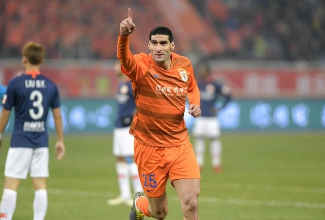 Fellaini ghi bàn ngay trong trận ra mắt CLB Shandong Luneng