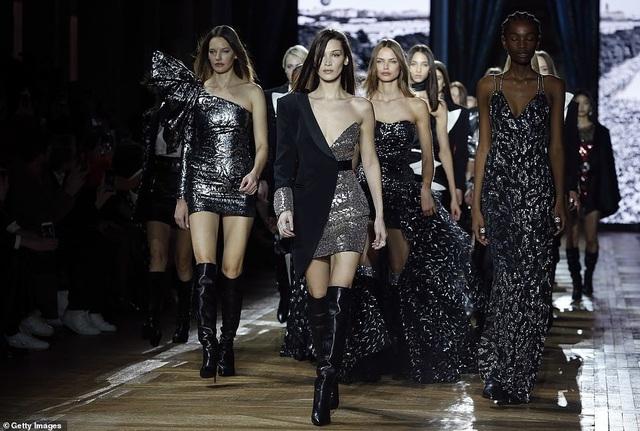Bella Hadid sải bước quyến rũ và cá tính  - 5